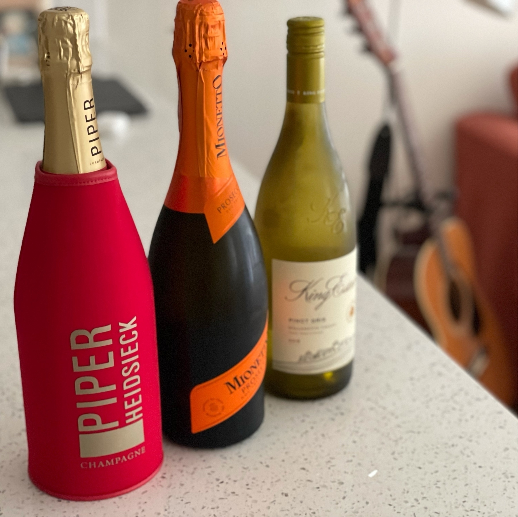 Champagne, prosecco, pinot gris